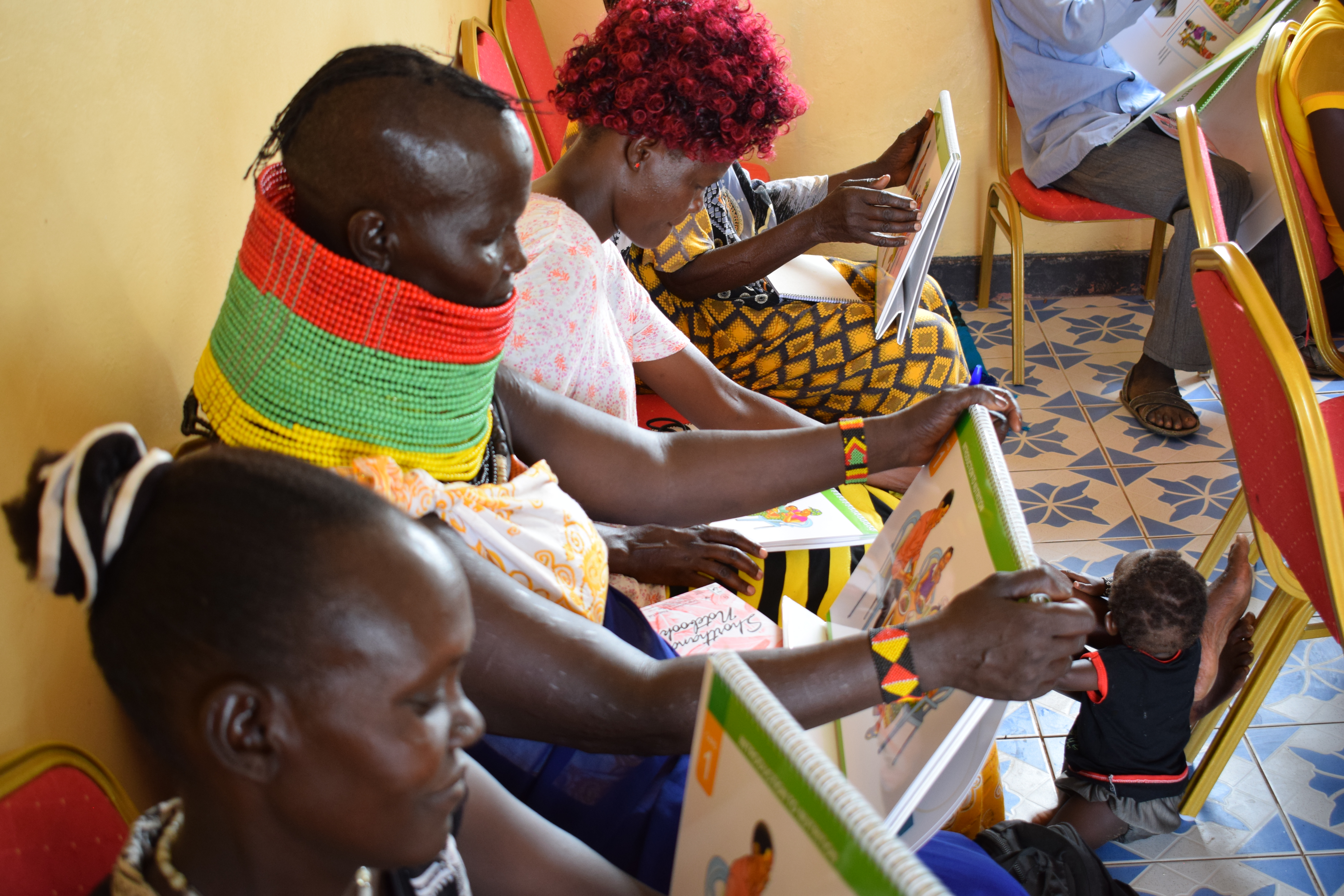 CHVs using community dialogue cards at an agri-nutrition training in Turkana County (credit AVCD/Muthoni Njiru).